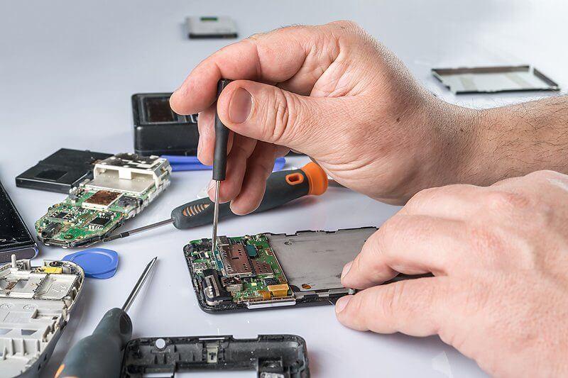 Ersatzakku einbauen - Smartphone